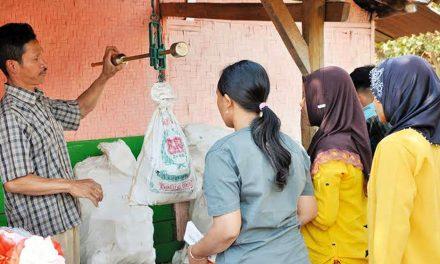 Dua Desa di Sumedang Tertarik Replikasi Pengelolaan Bank Sampah Sangkan Amanah