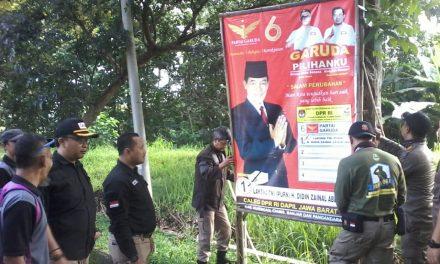 Akhirnya, APK yang Melanggar Aturan Ditertibkan Bawaslu dan Satpol PP Kota Banjar