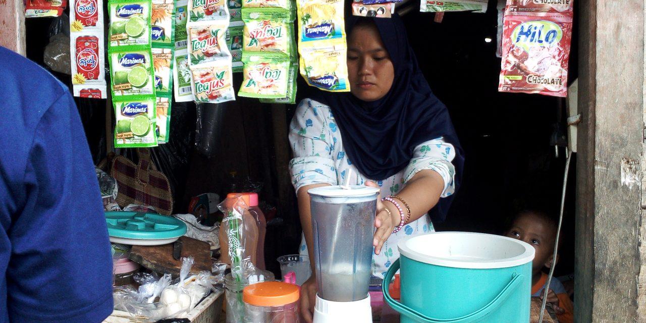 Sambil Mengurus Anak, IRT Asal Sumedang Ini Berhasil Menjalani Bisnis Minuman Dingin