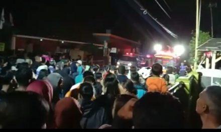 Update Kebakaran Gudang Plastik di Tasik: 2 Unit Mobil dan Bagian Atas 2 Rumah serta 1 Kos-kosan Terbakar