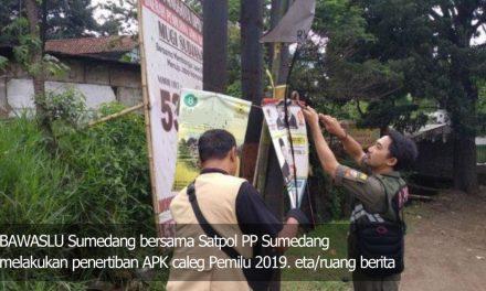 Baca Nih! Generasi Milenial Tolak Pilih Caleg Nakal Pasang APK di Pohon