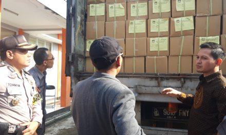 2024 Boks Susu Pilpres dan DPR RI Jabar IX Tiba di KPU Sumedang