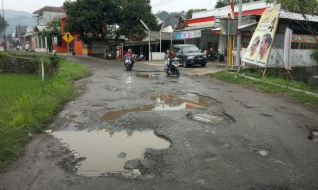 Sudah 2 Tahun Jalan Tanjungkerta Rusak Parah, Kapan Diperbaiki?