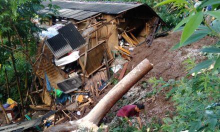 Tebing 20 Meter Longsor, 1 Rumah di Talegong Garut Rusak Parah