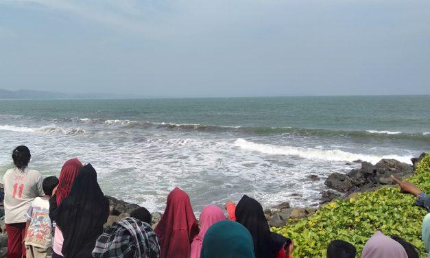 Cerita Buaya di Pantai Timur Pangandaran: Hebohkan Wisatawan, Beredar Meme Lucu Hingga Sempat Dikira Bohongan