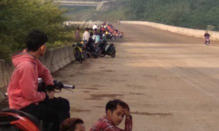 Polsek Pamulihan Bubarkan Balapan Liar di Tol Cisumdawu