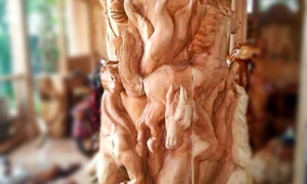 Di Tangan Kapolsek Pangandaran, Limbah Kayu Jadi Patung Artistik Berdaya Jual Tinggi