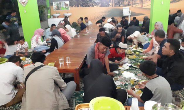 Syukuran Pemilu 2019 Aman, PPK Cimanggung Buka Puasa Bersama