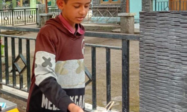 Cerita Dafid, Pelajar di Pangandaran Berjualan Sosis Bakar, Jaga Asa Tetap Sekolah dan Bantu Ringankan Beban Keluarga