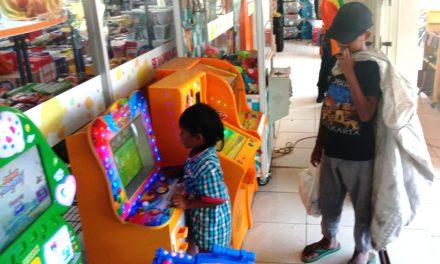 Cerita Anak Putus Sekolah di Pangandaran, Jadi Pemulung Sambil Asuh Adik, Mengaku Ingin Masuk SD Lagi