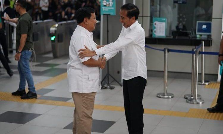 Akhirnya! Jokowi dan Prabowo Bersua di Stasiun MRT