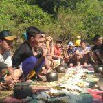 Usai Upacara di Sungai, Warga Pangandaran Ini Makan 17 Kastrol Nasi Liwet