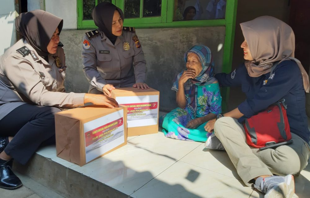 HUT ke 71 Polisi Wanita, Polwan Sumedang Santuni Jompo