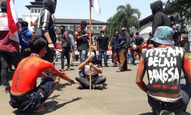 Unjuk Rasa di Gedung Sate, Warga Jawa Barat Tak Rela Papua Lepas dari NKRI