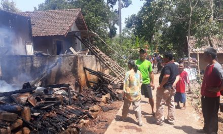 Lagi, Api di Tungku Sebabkan Rumah di Cisitu Sumedang Ludes Terbakar