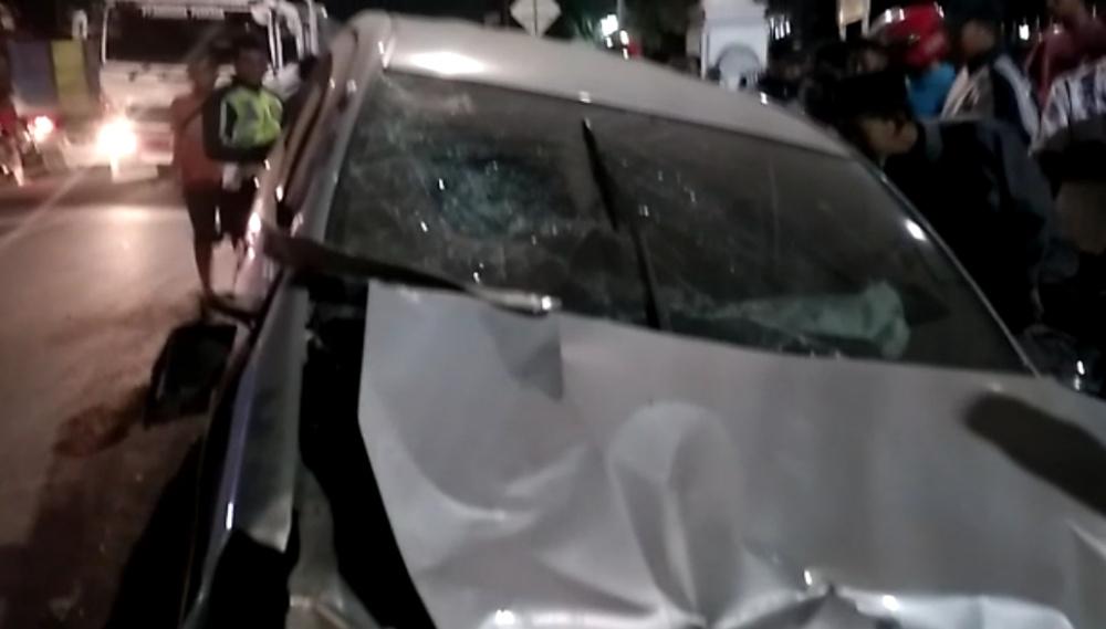 Usai Menabrak Sejumlah Kendaraan di Depan Masjid Cimalaka Sumedang, Minibus Ini Kabur