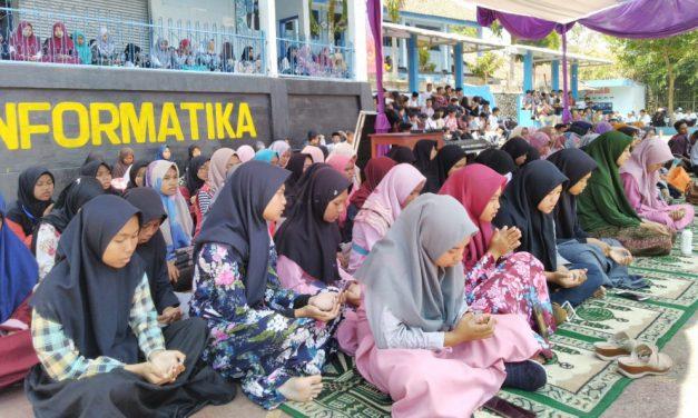 Pelajar SMA Informatika Ciamis Doa Bersama untuk BJ Habibie