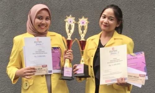 Dua Mahasiswa UI Juarai English Competition 2019