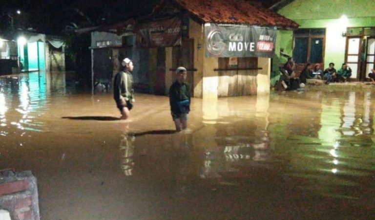 Semalam, Banjir 70 Sentimeter Rendam Cihanjuang Sumedang