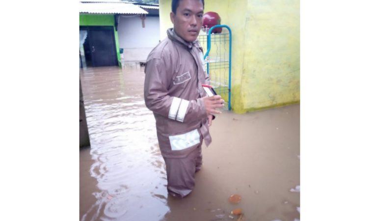 Sungai Cikeruh Meluap Rendam Ratusan Rumah di Jatinangor, Warga Malah Foto Selfie