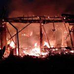 bakar rumah