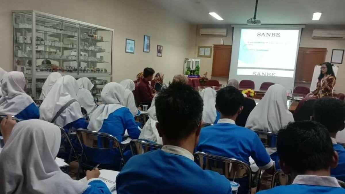 SMK Farmasi Nurul Firdaus