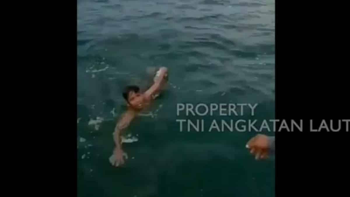 TNI AL Selamat Bocah yang Terapung 3 Jam di Laut Lepas